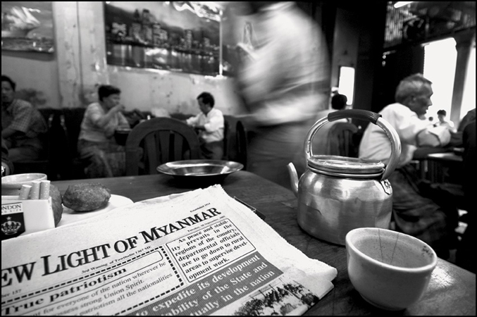 Teashop, Rangoon, Birmanie 2005 © Manon Ott